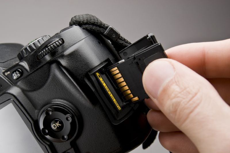 Camera-and-SD-card-800x533